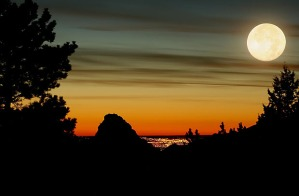 moon-sunset